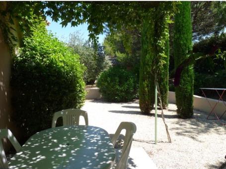 Gite piscine en provence saint remy de provence les for Camping saint remy de provence avec piscine